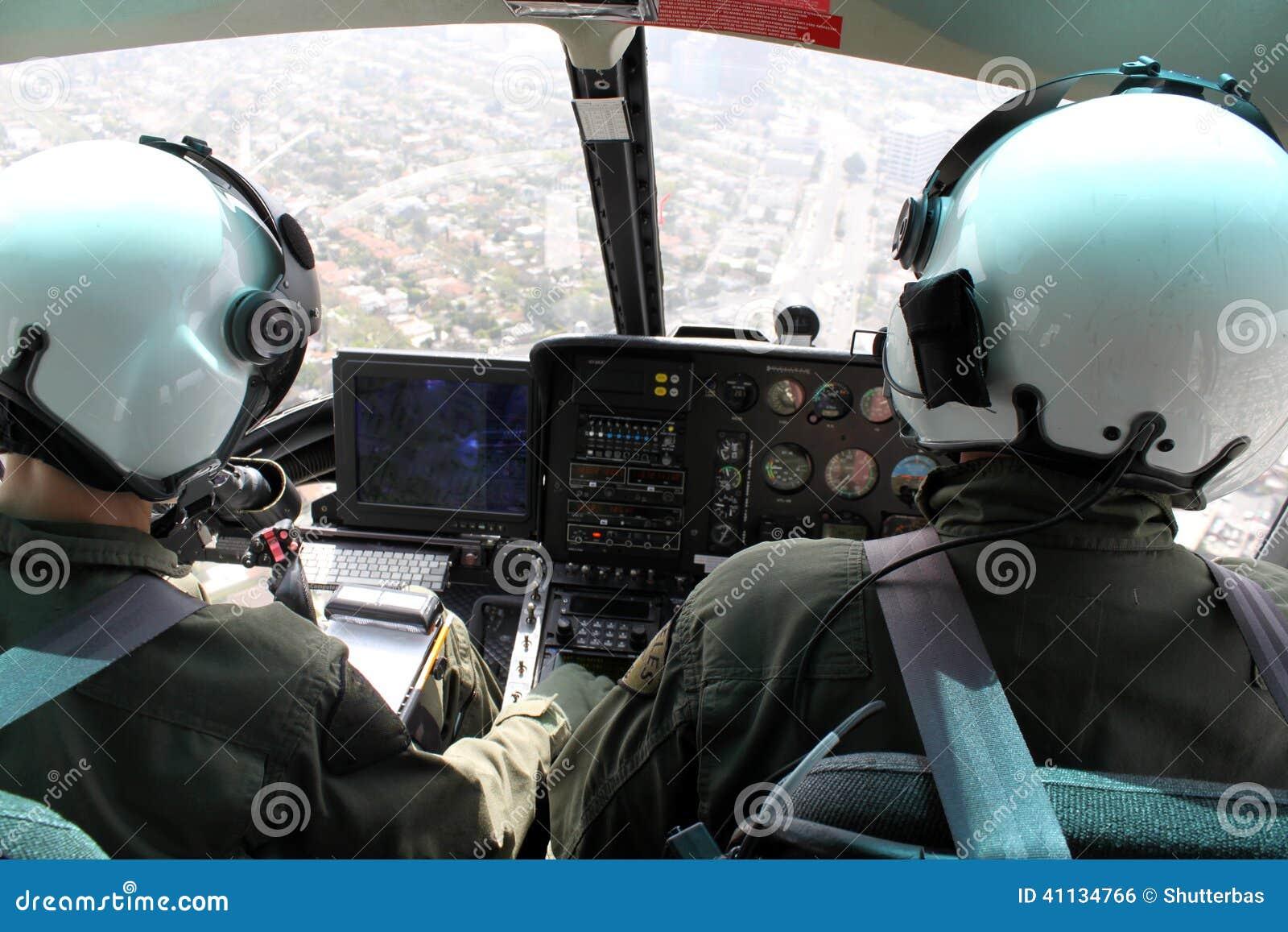 Hélicoptère intérieur photo stock. Image du montagne - 41134766