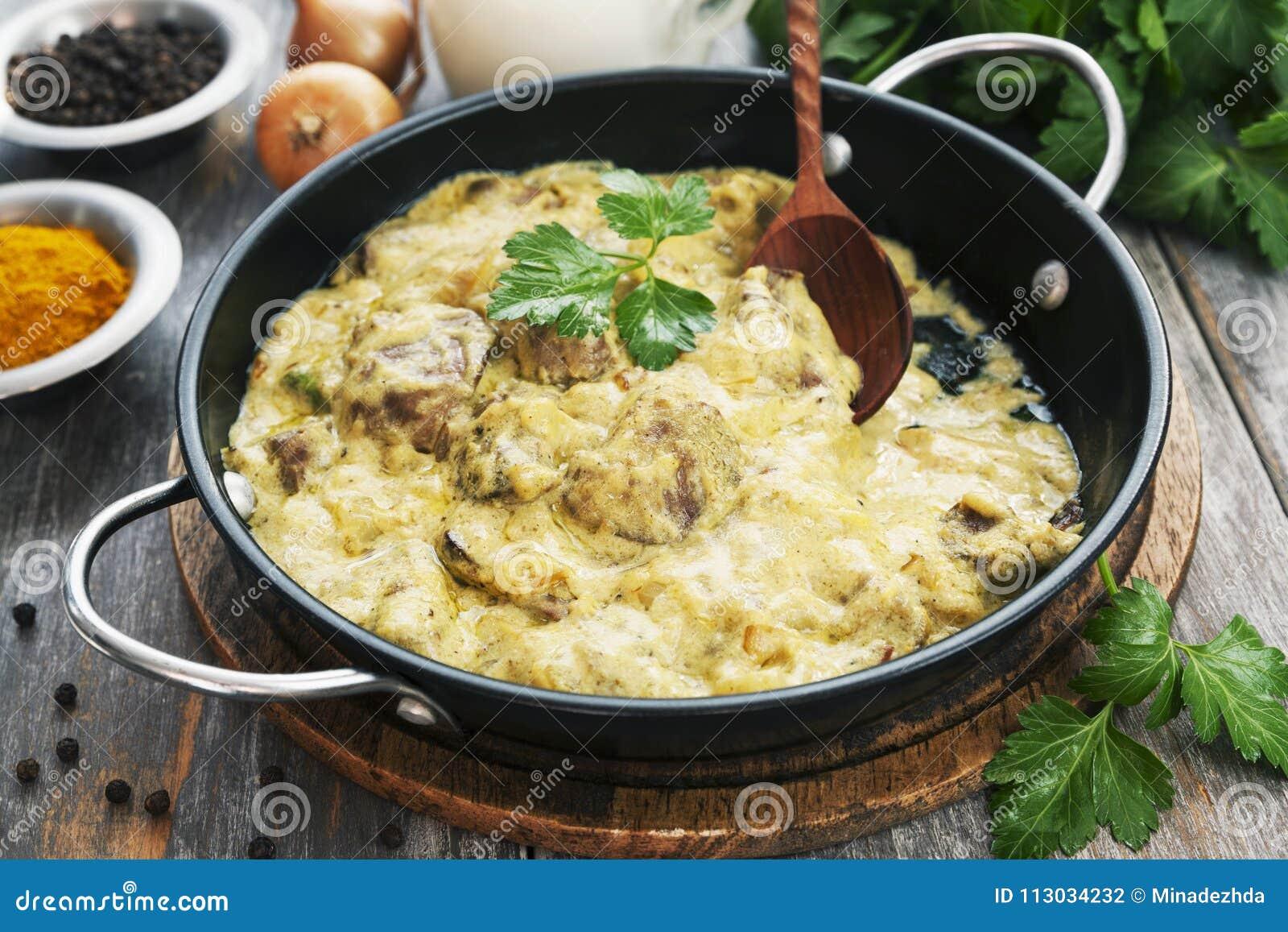 Hígado de pollo en salsa cremosa con curry