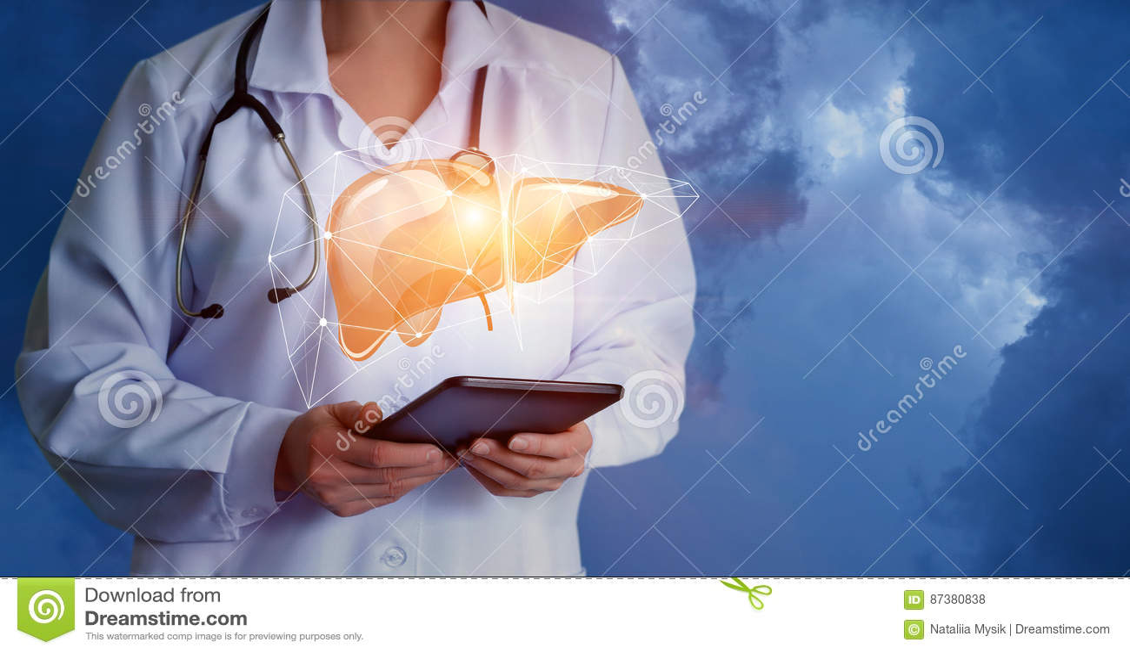 Médico firma hígado
