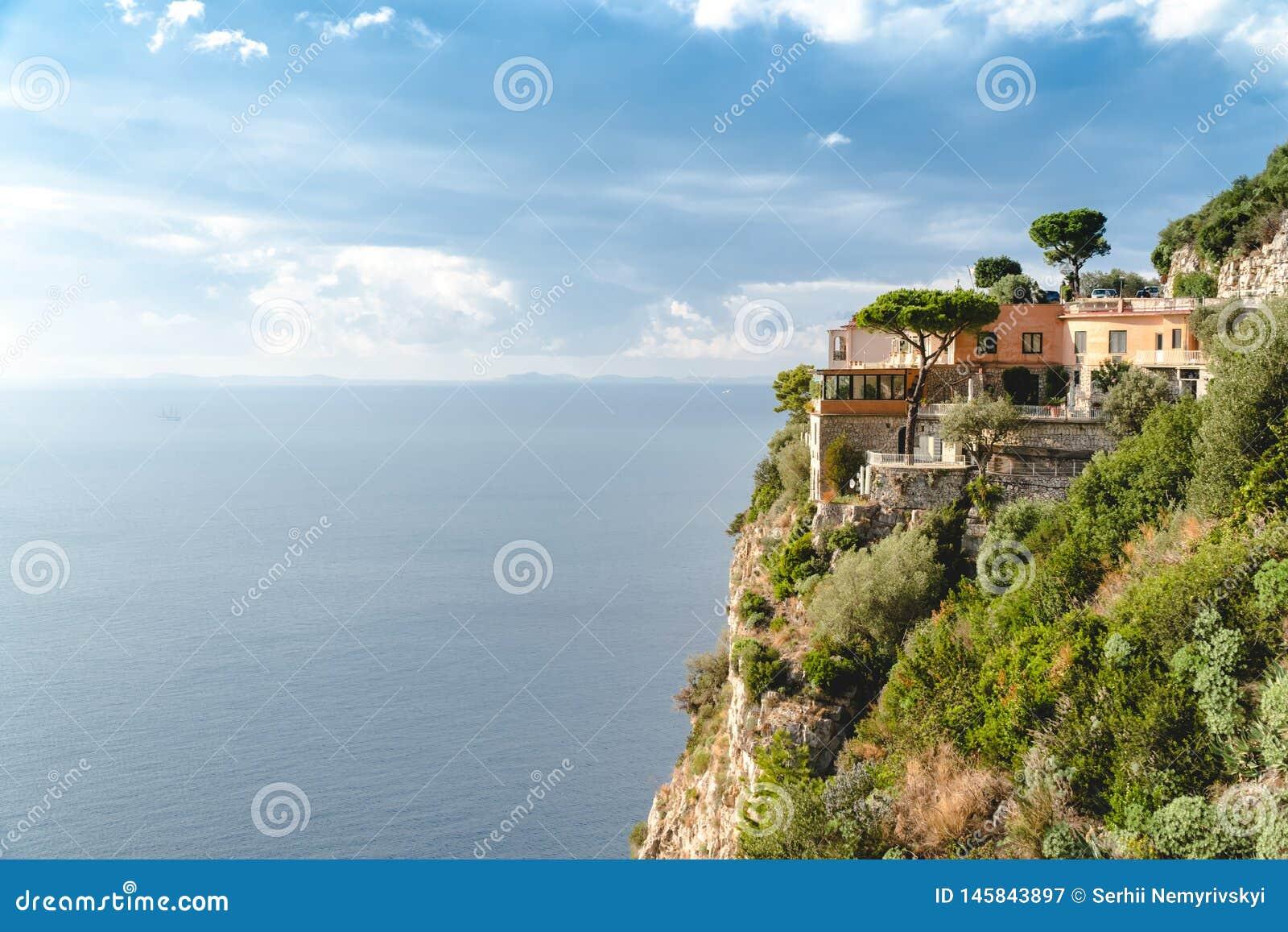 H?tel ? Paradise, belle vue panoramique sur la baie rocheuse au jour ensoleill?, voyage vers l Europe, visite de voyage de vacanc