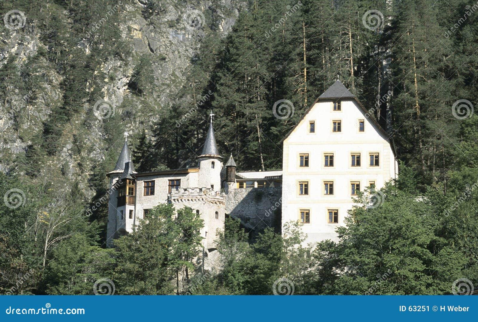 Download Hôtel de montagne image stock. Image du touriste, vieux - 63251