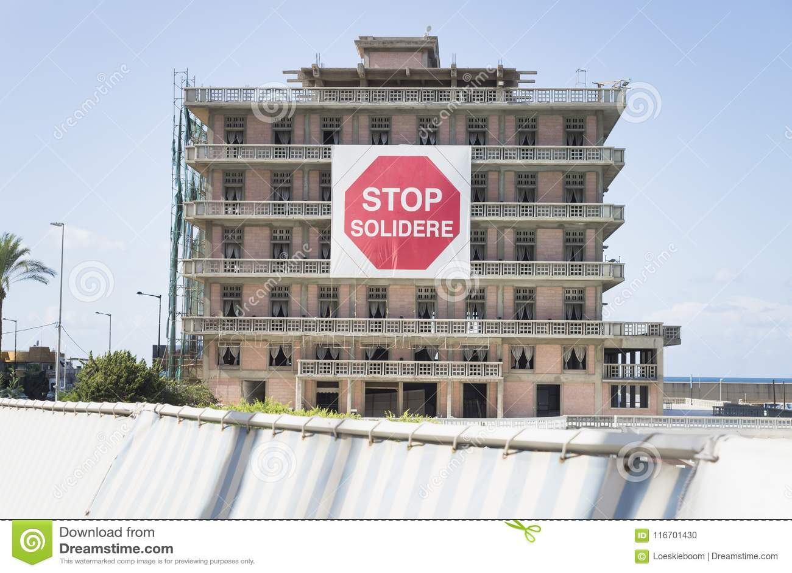 Hôtel de St George avec le signe de protestation du solidere d arrêt à Beyrouth, Liban