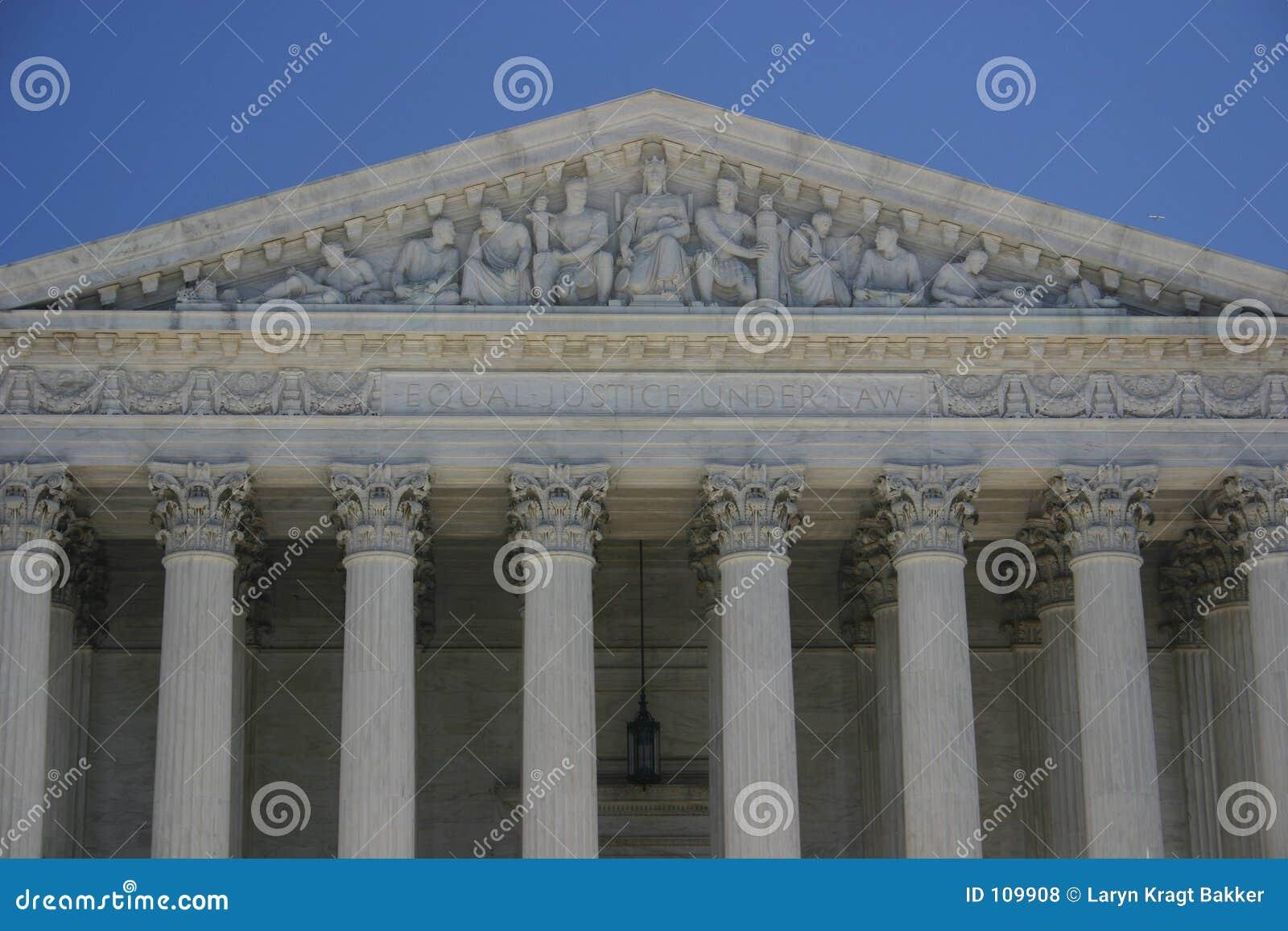 Höchstes Gericht: gleiche Gerechtigkeit unter Gesetz