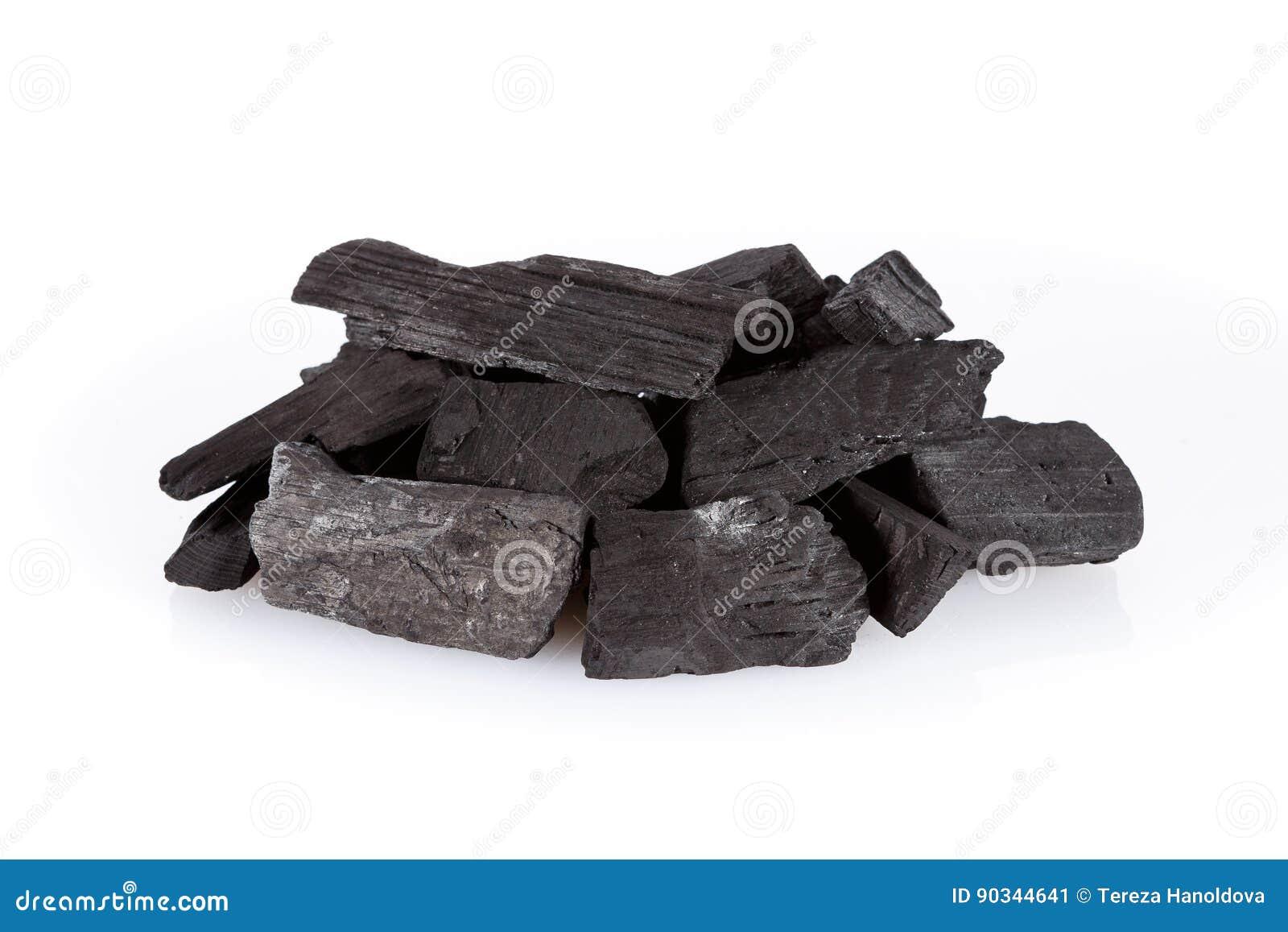 Hög av kol som isoleras på vit