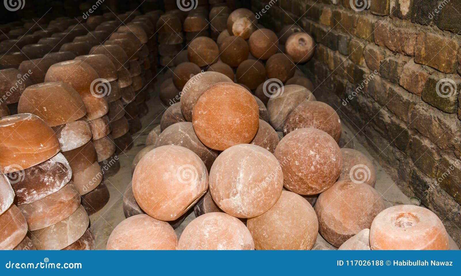 Hög av salta lampor för kopp & för boll
