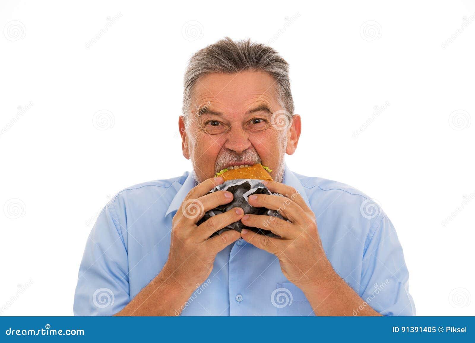 Hög man som äter hamburgaren