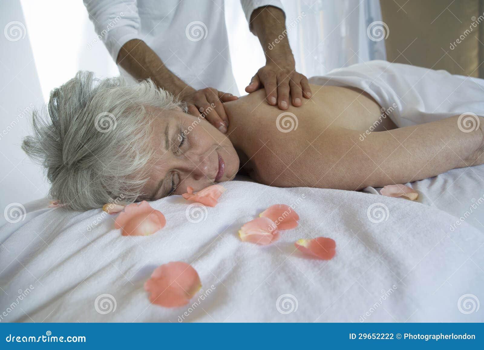 Hög massage för kvinnahäleribaksida