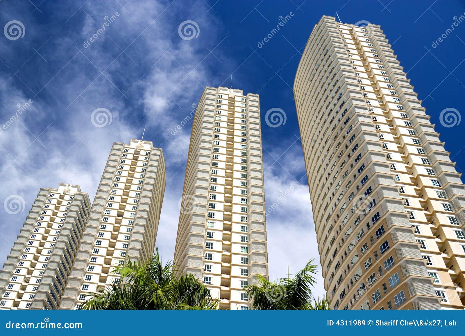 Hög modern stigning för lägenheter