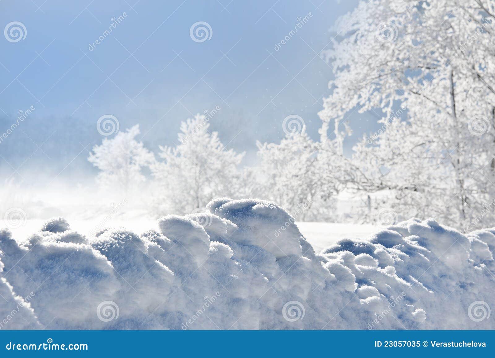 Hög snowdrift