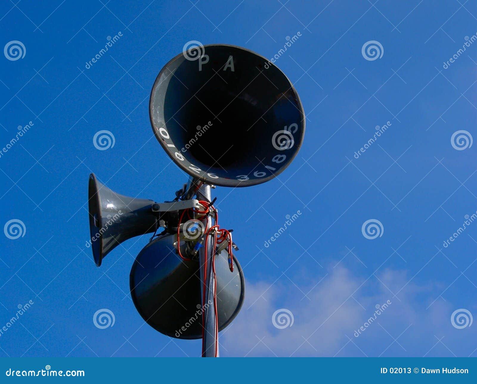 Höga högtalare