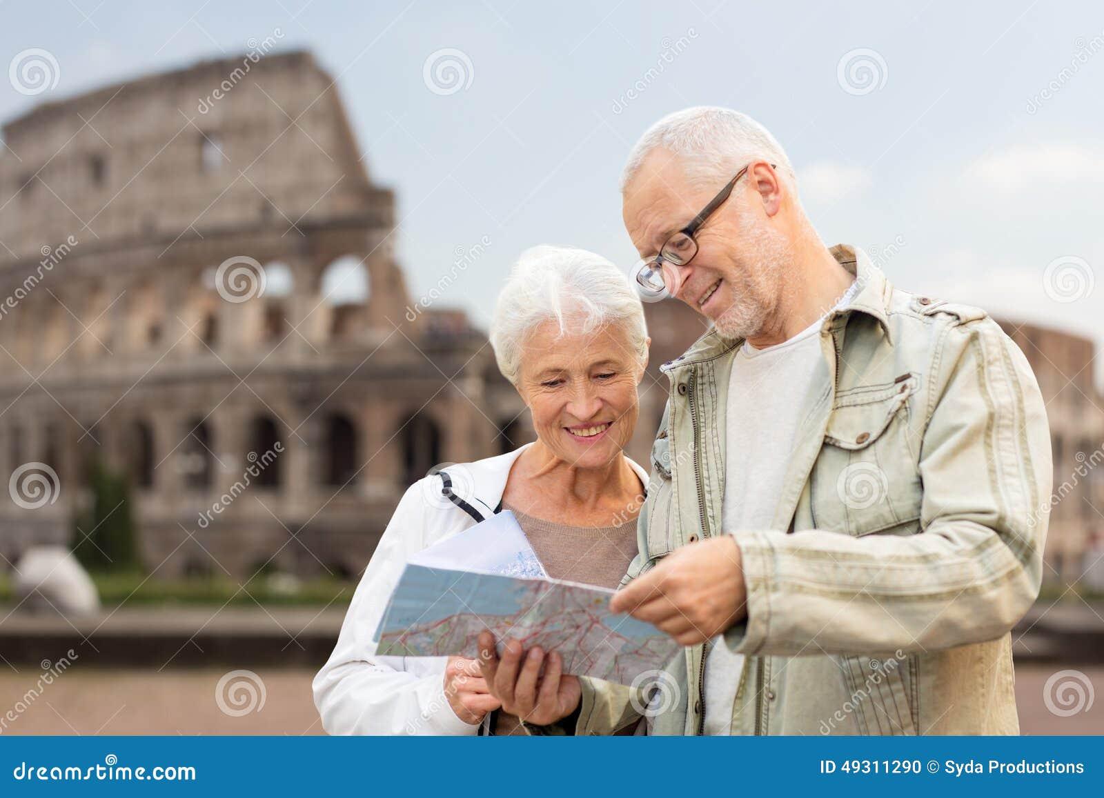 Höga par på stadsgatan