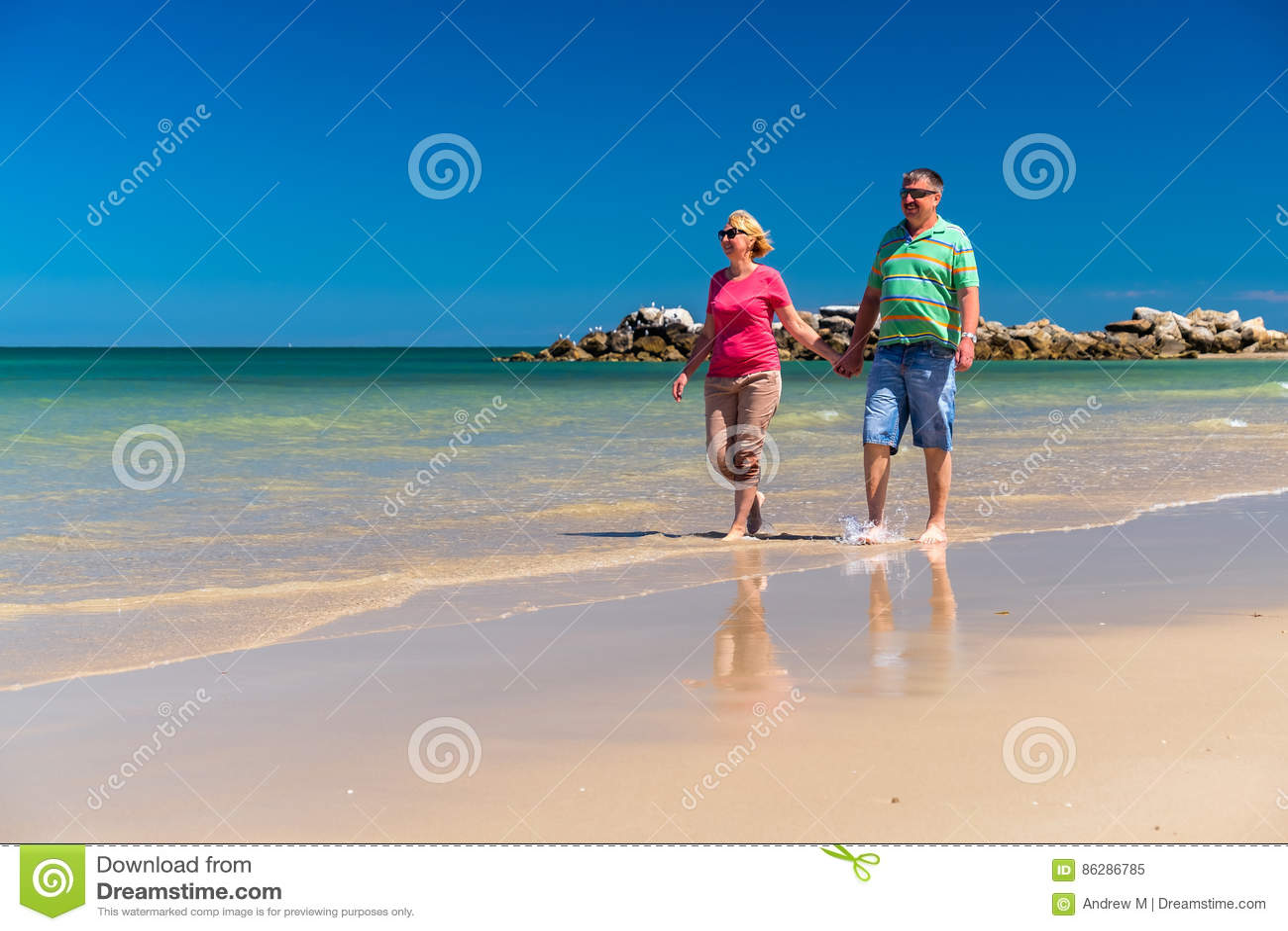 Höga par på stranden