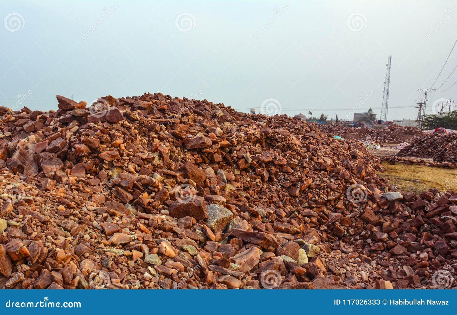 Högen av rått vaggar salta stora bitar