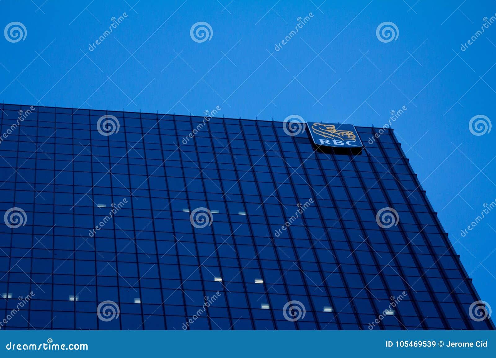 Högkvarter av Royal Bank av Kanada RBC i Toronto, Ontario, Kanada med den upplysta logoen av korporationen