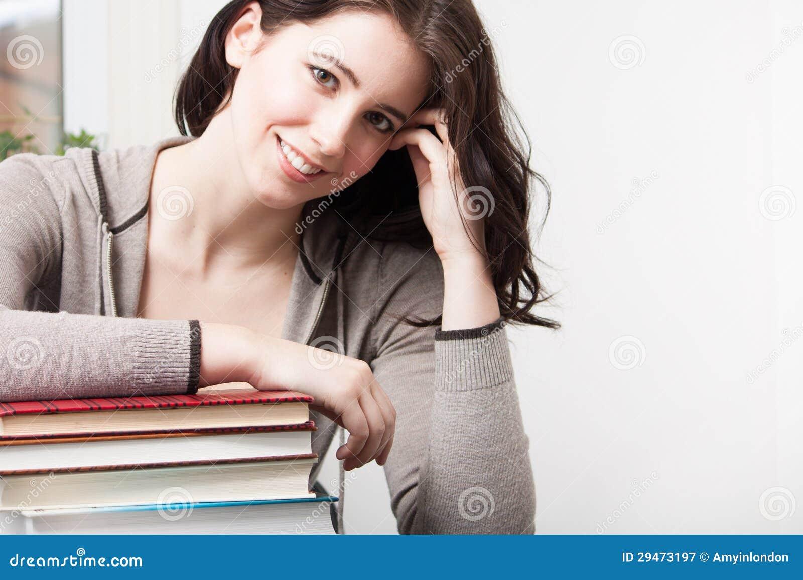 Högskolaflickan med bokar