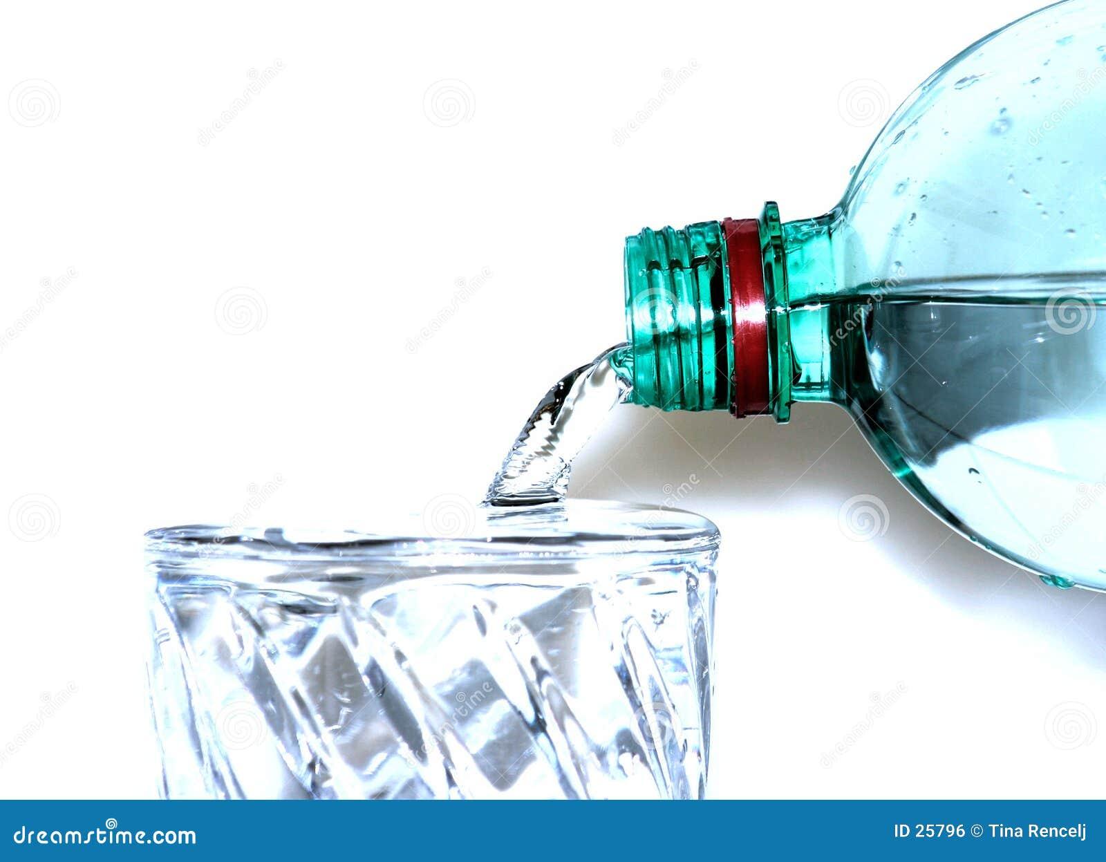 Högt key hällande vatten