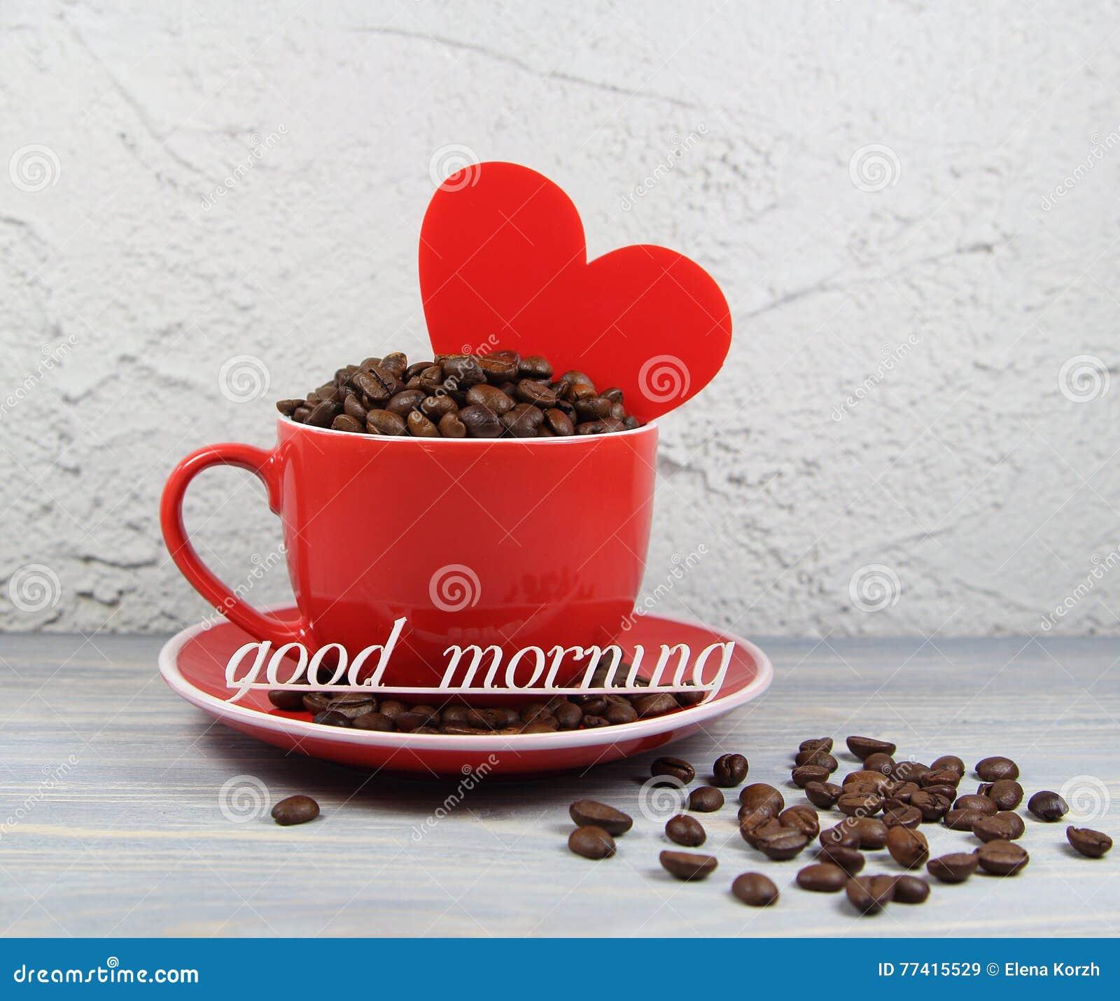 Höhlen Sie Rot Mit Kaffeebohnen Herzen Und Einem Guten