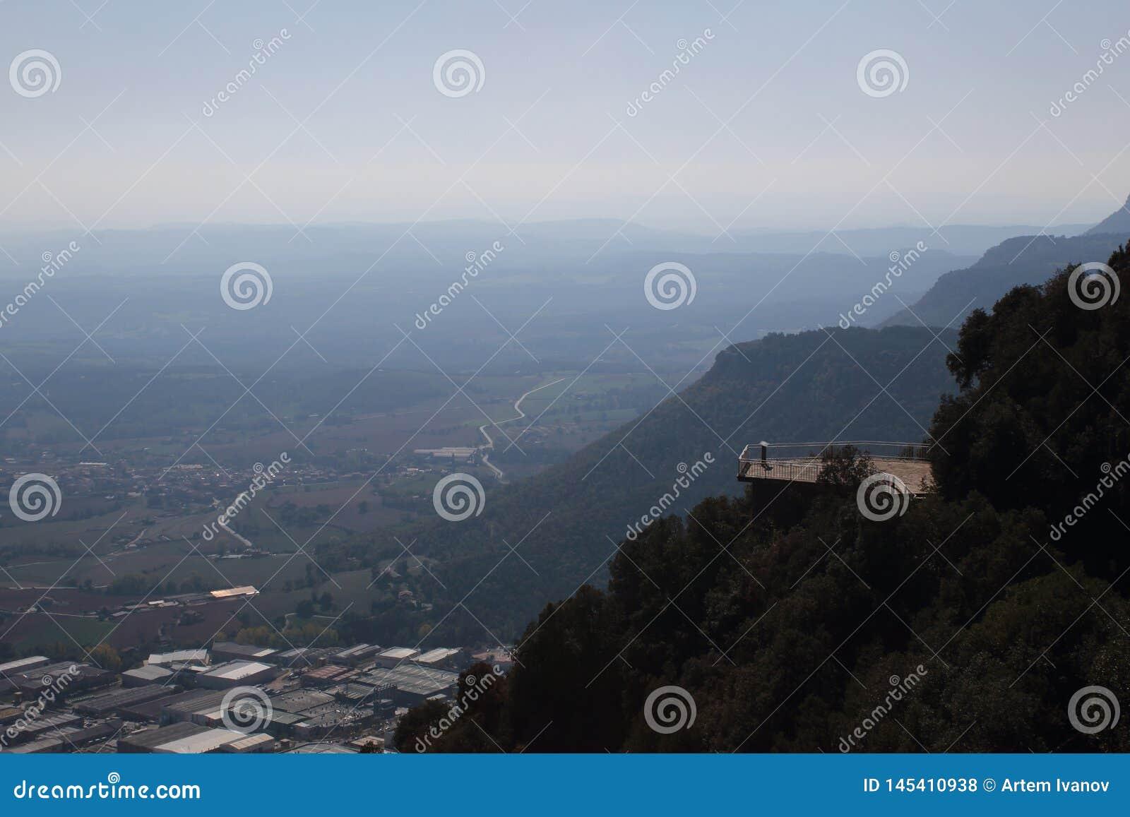 Höjdpunkt för observationsdäck i de Pyrenees bergen