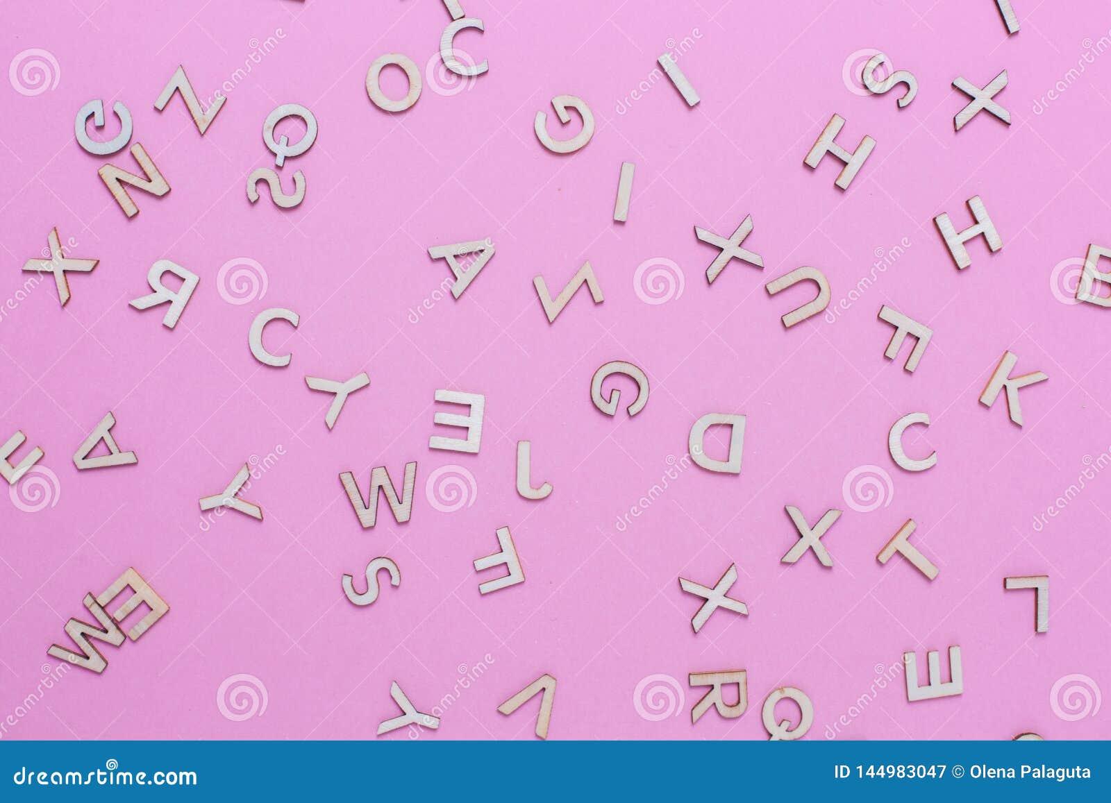Hölzerne ABC-Alphabetbuchstaben