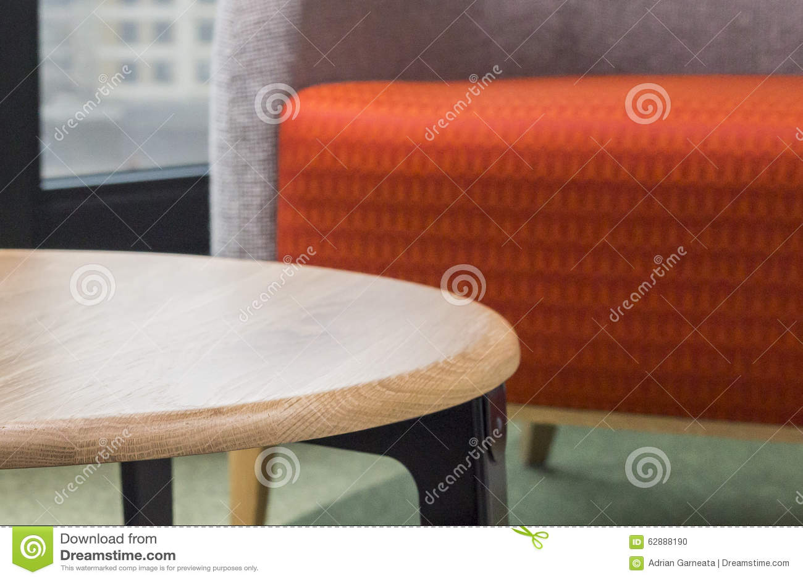 Hölzerne beige Tabelle