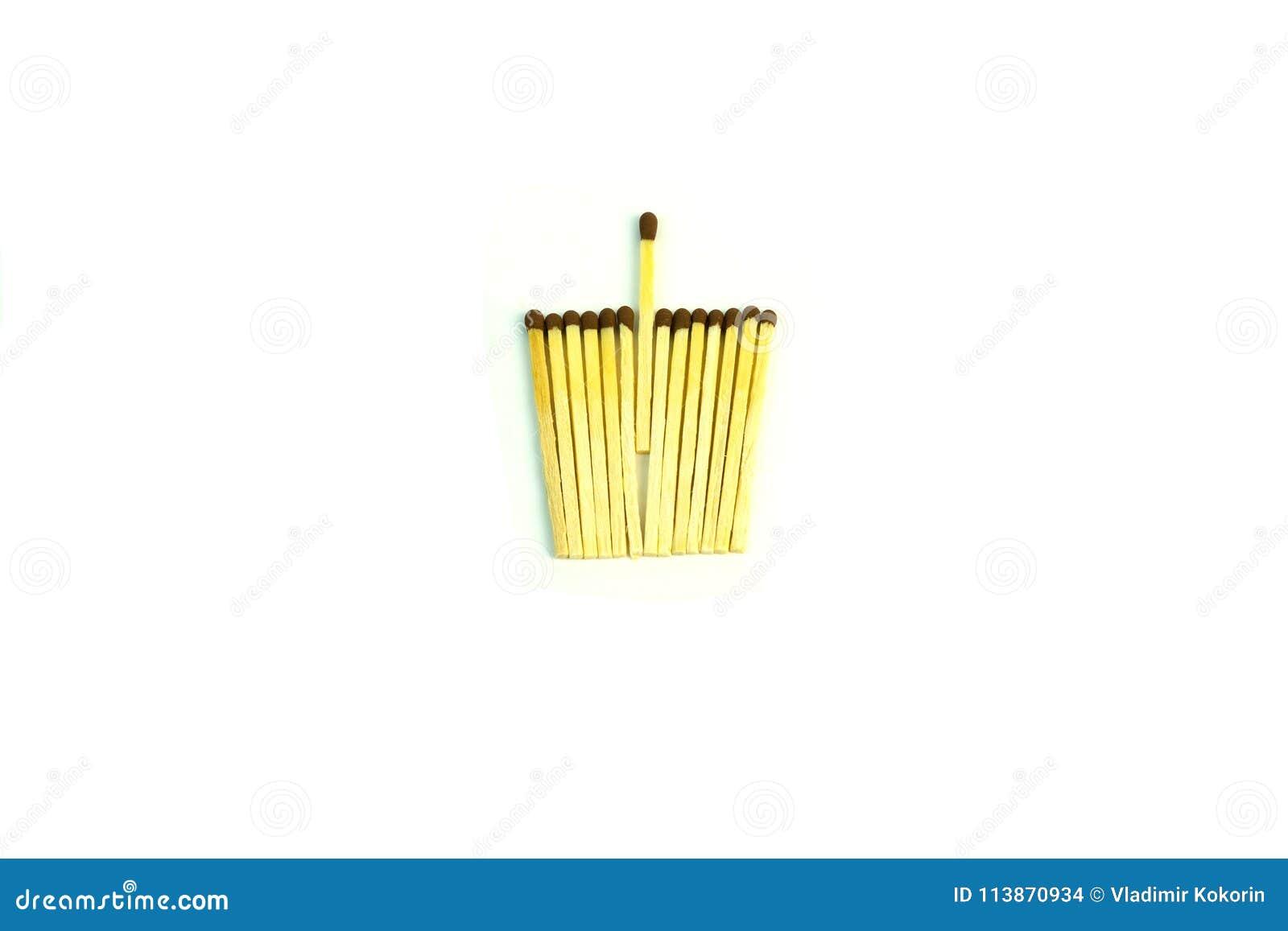 Hölzerne Matchsticks mit dem Schwefel Foto auf weißem Hintergrund