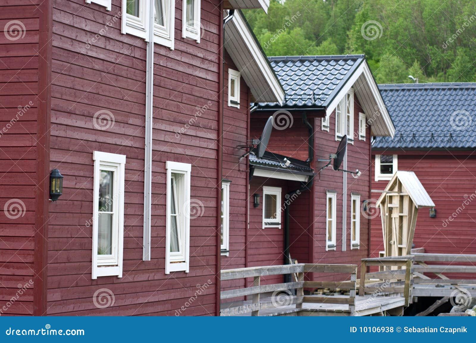 h lzerne norwegische h user lizenzfreie stockfotos bild 10106938. Black Bedroom Furniture Sets. Home Design Ideas