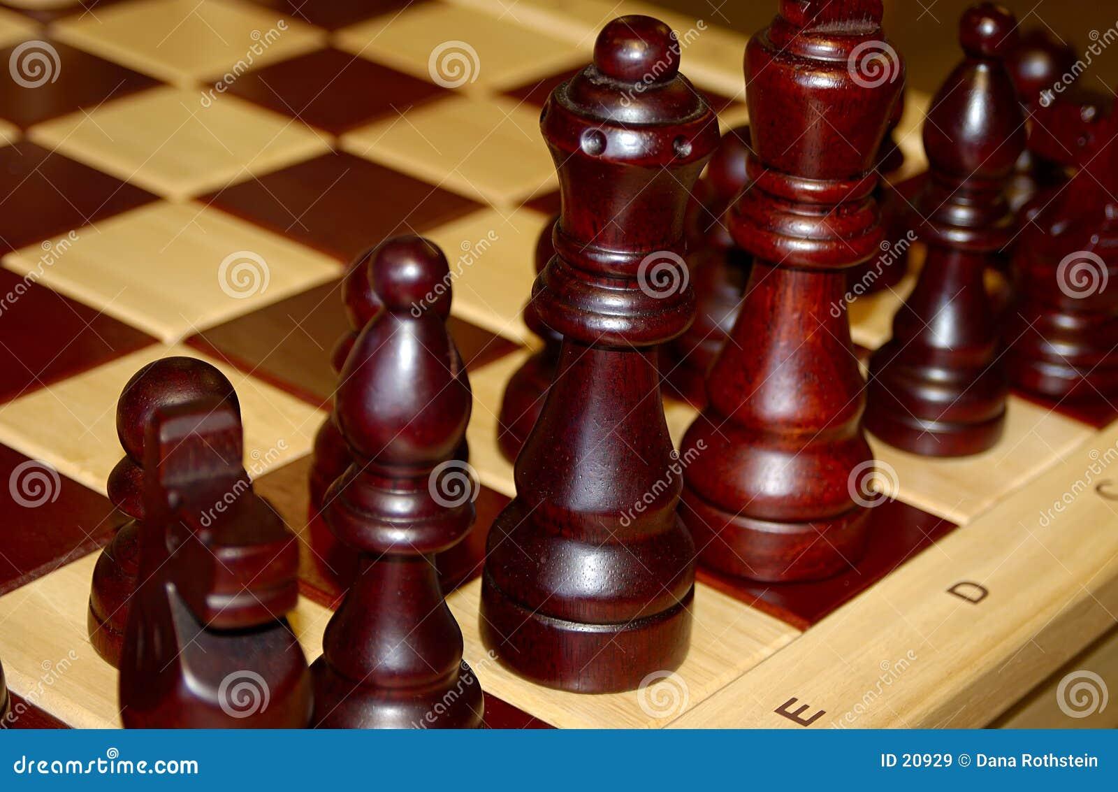 Hölzerne Schach-Stücke