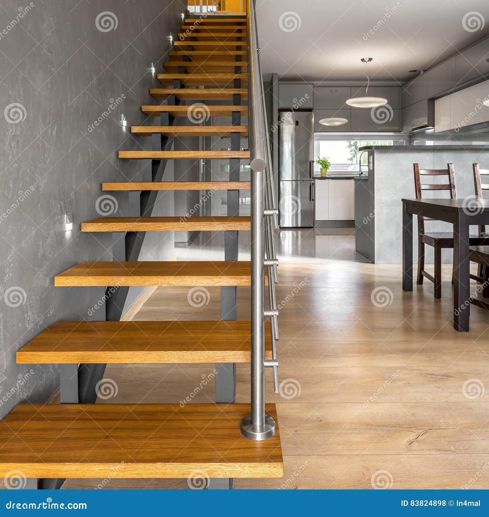 Holzerne Treppe Im Modernen Landhaus Stockfoto Bild Von