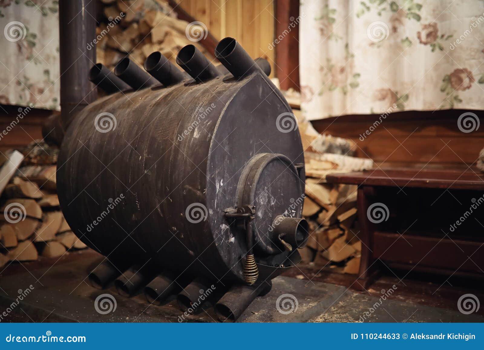 Hölzerner brennender Ofen Brennholz für Ofenheizung Lager für