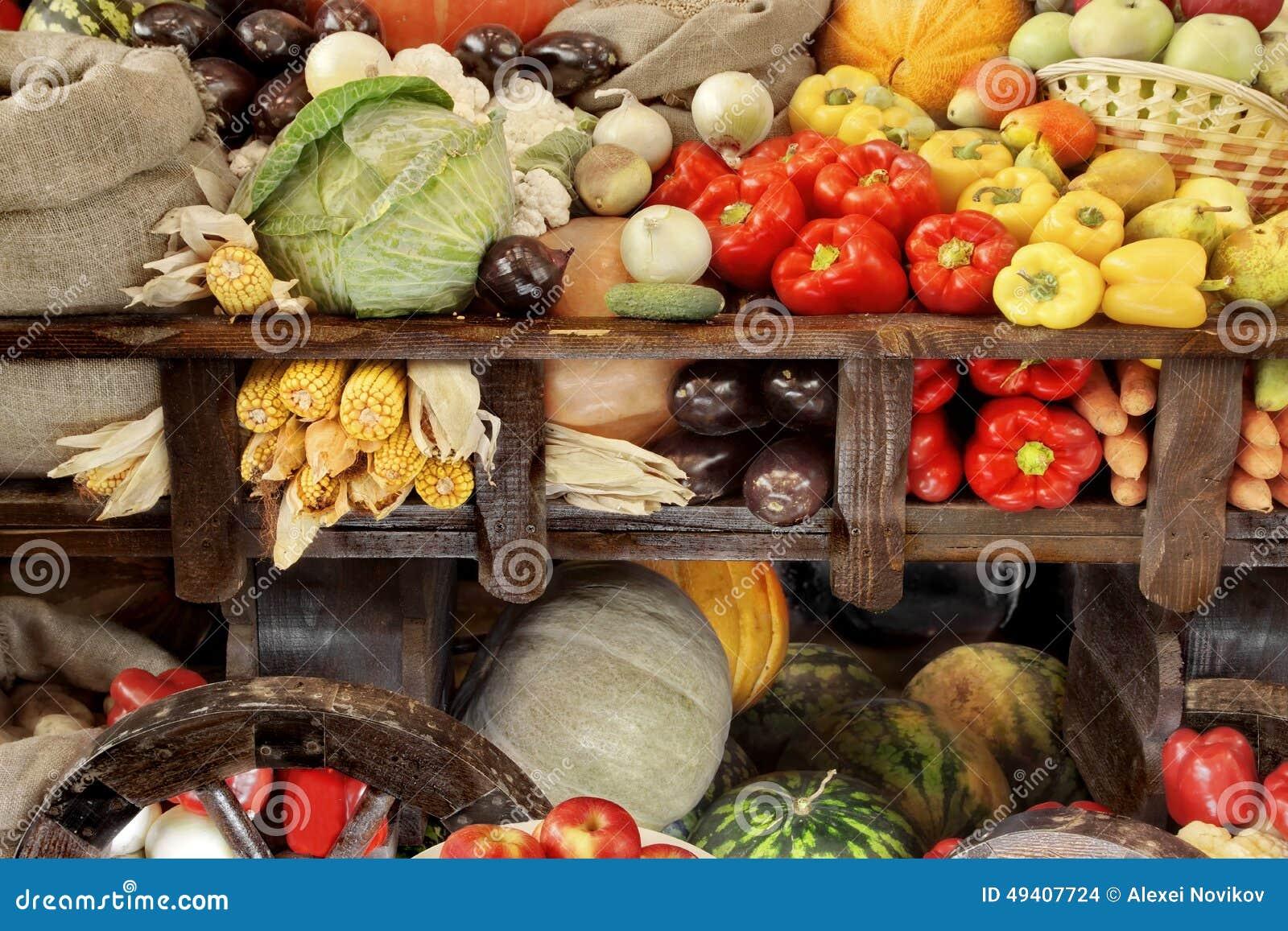 Download Hölzerner Warenkorb Mit Ernte Des Gemüses Stockfoto - Bild von karotte, bewirtschaften: 49407724