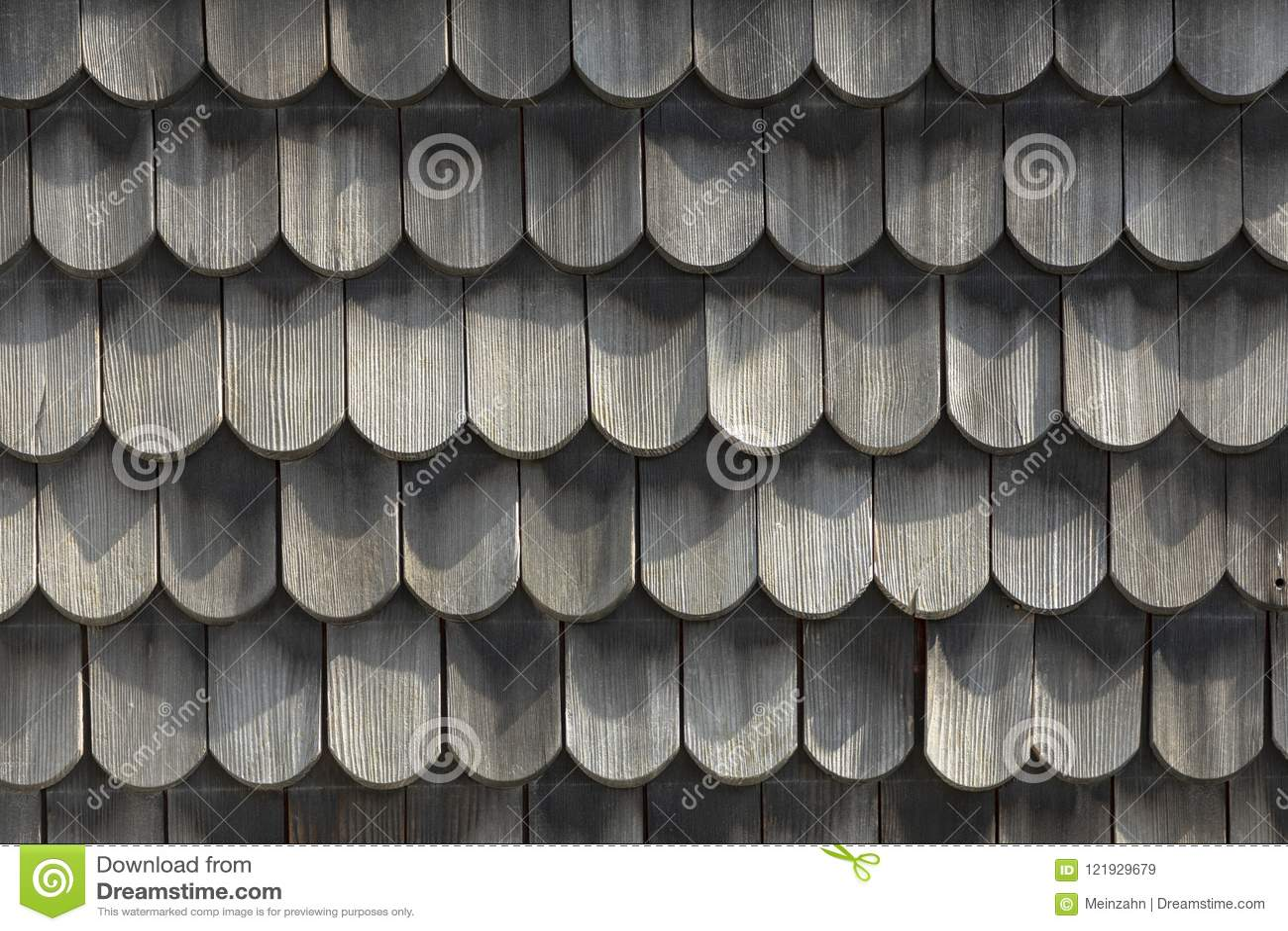 Hölzernes Dach - alte traditionelle Methode für die Überdachung - überdachen Sie Schindeln