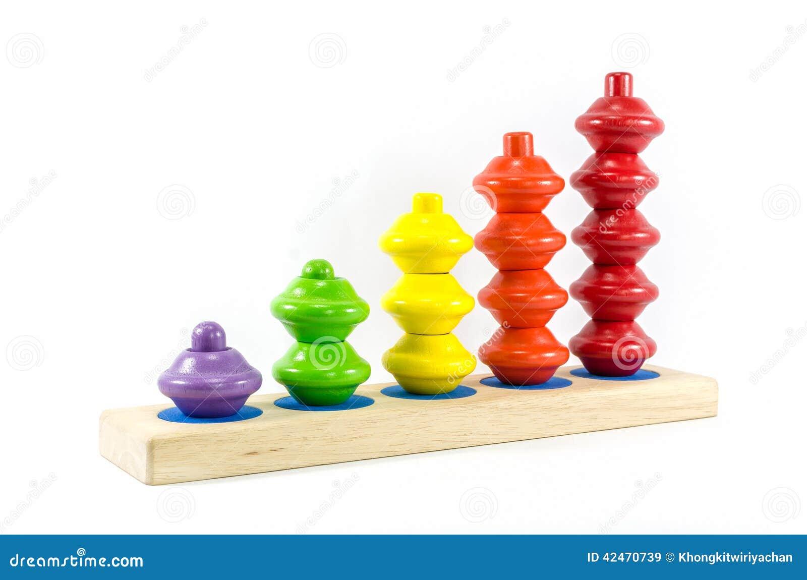 Hölzernes Spielzeug lokalisierter weißer Hintergrund