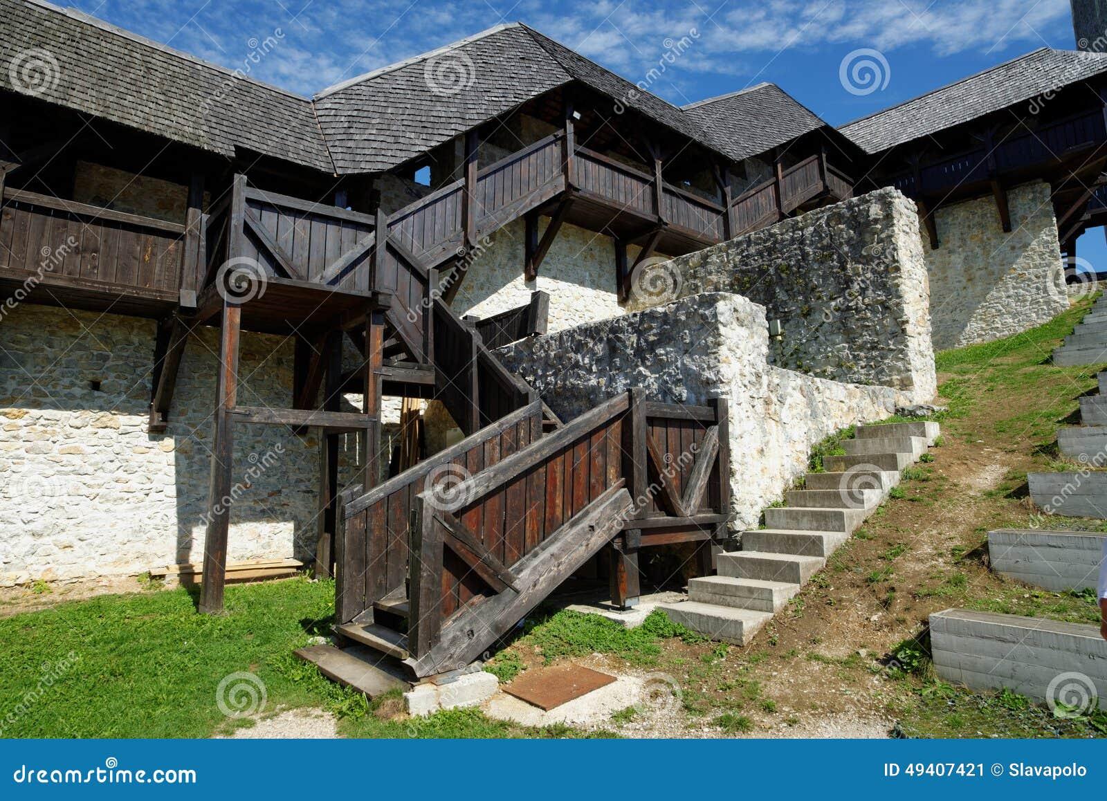 Download Hölzernes Treppenhaus Und Galerie In Mittelalterlichem Schloss Celje In Slowenien Stockbild - Bild von architektur, galerie: 49407421