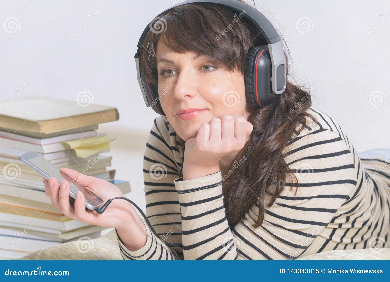 Hörende Frau ein audiobook