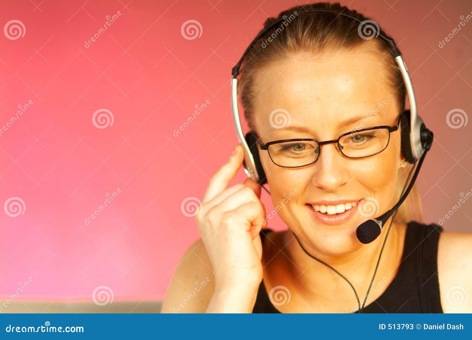 Hörlurar med mikrofonkvinna