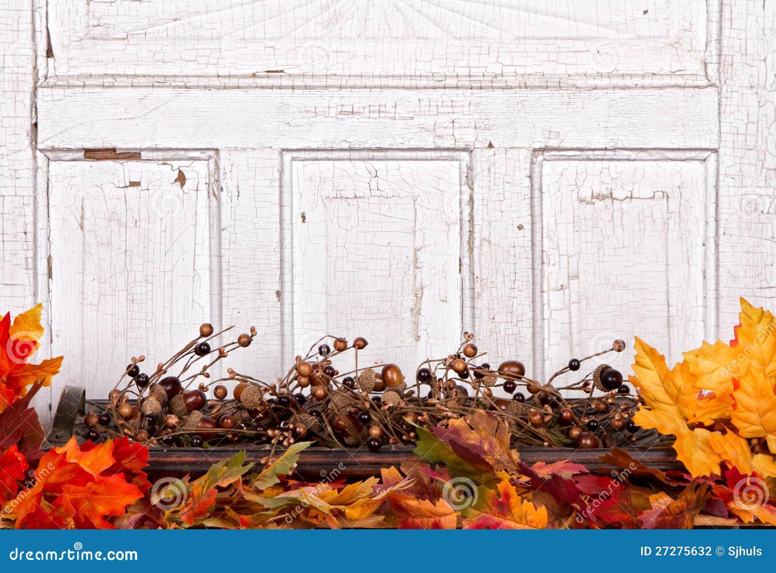 Höststilleben med ekollonar och leaves