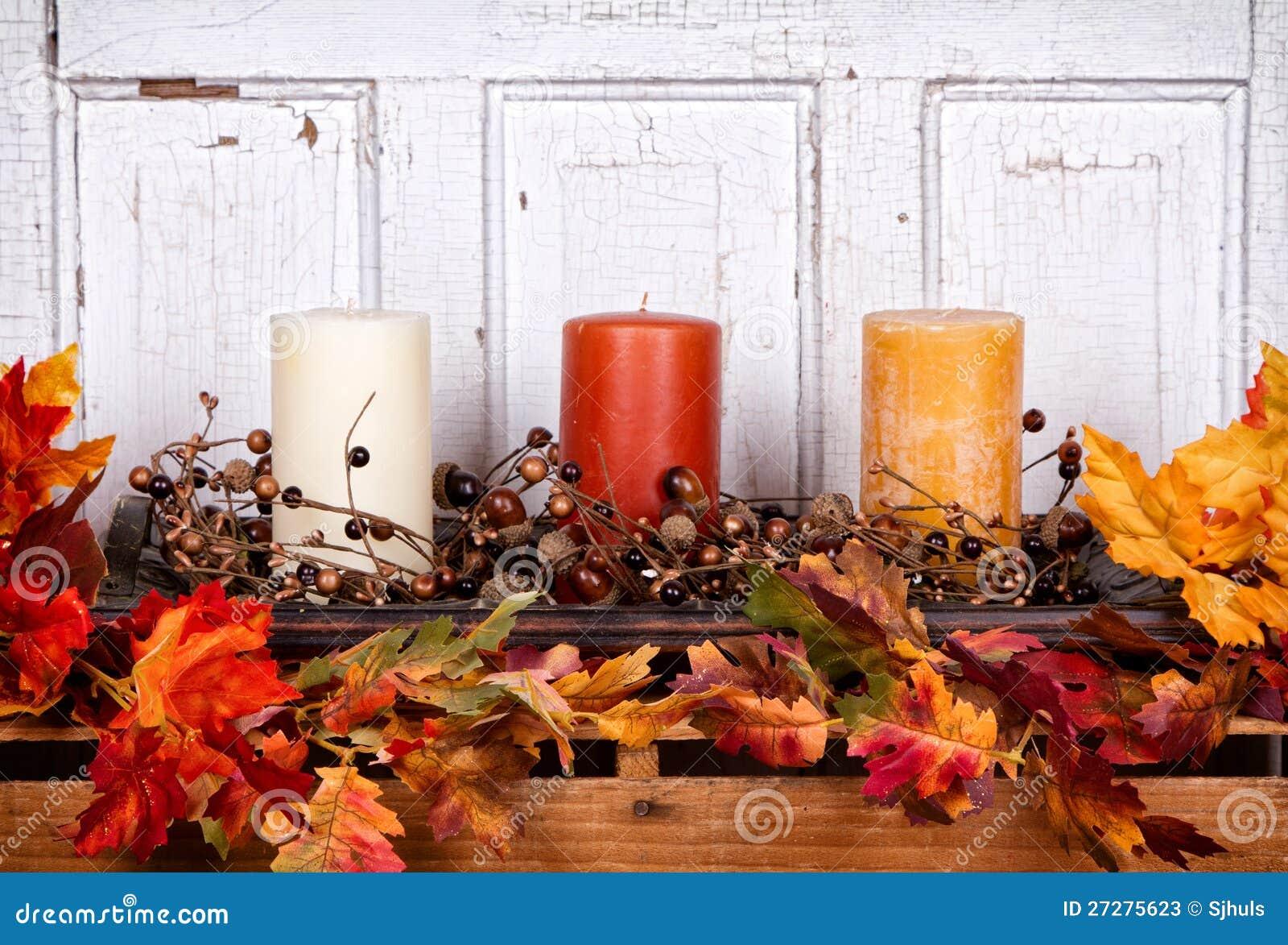 Höststilleben med stearinljus och leaves