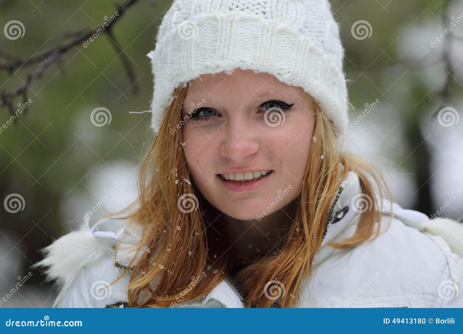 Download Hübsches Mädchen Am Schneetag In Israel Stockfoto - Bild von beiläufig, haar: 49413180
