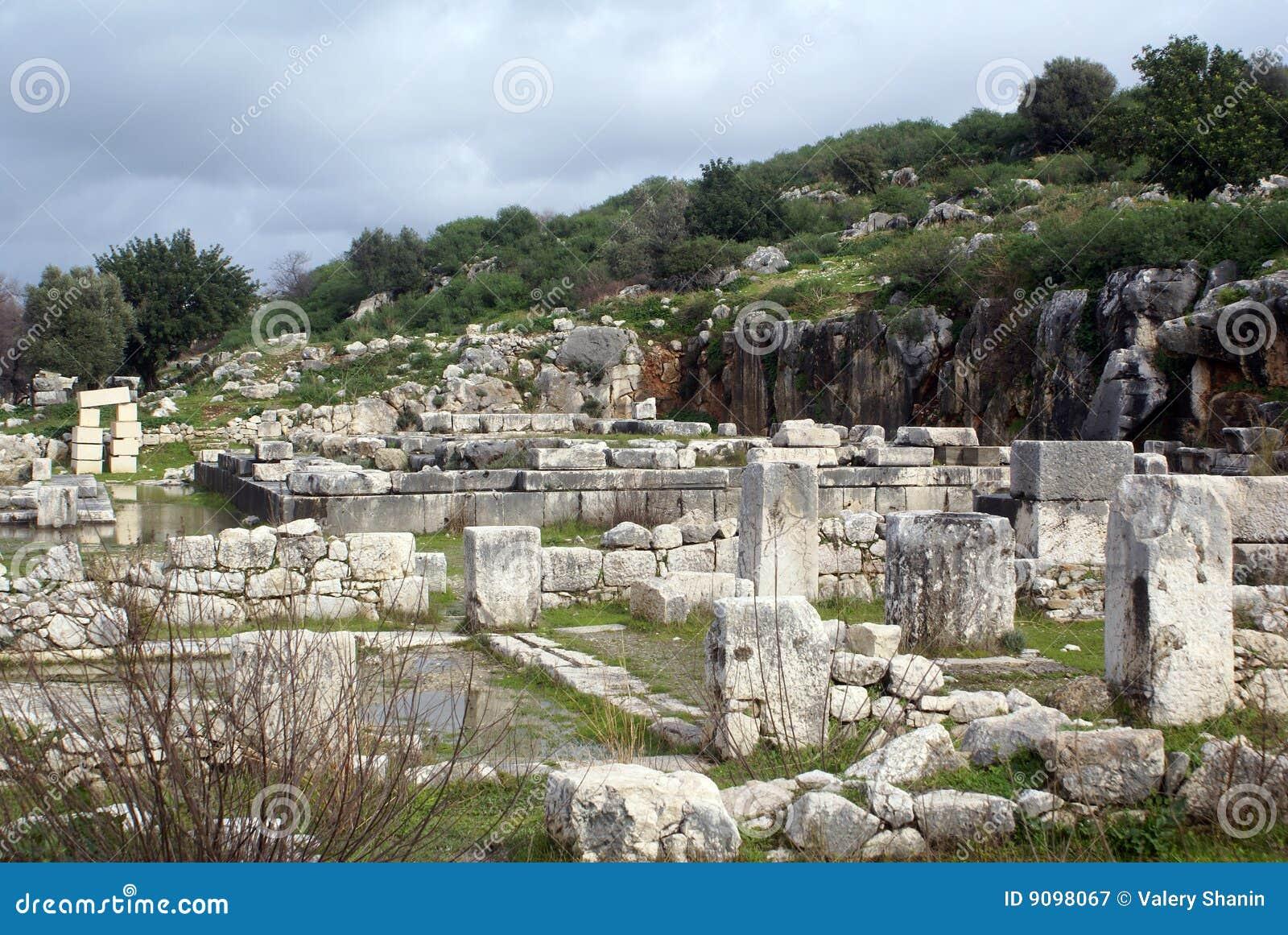 Hügel und Ruinen