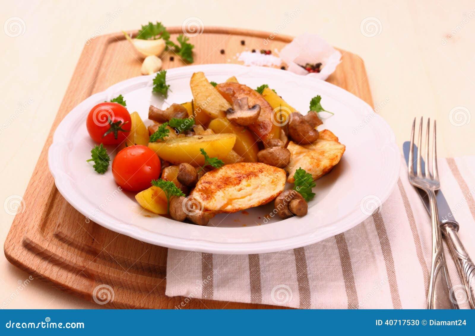 Hühnerleiste, Pilz, Rosmarinkartoffeln