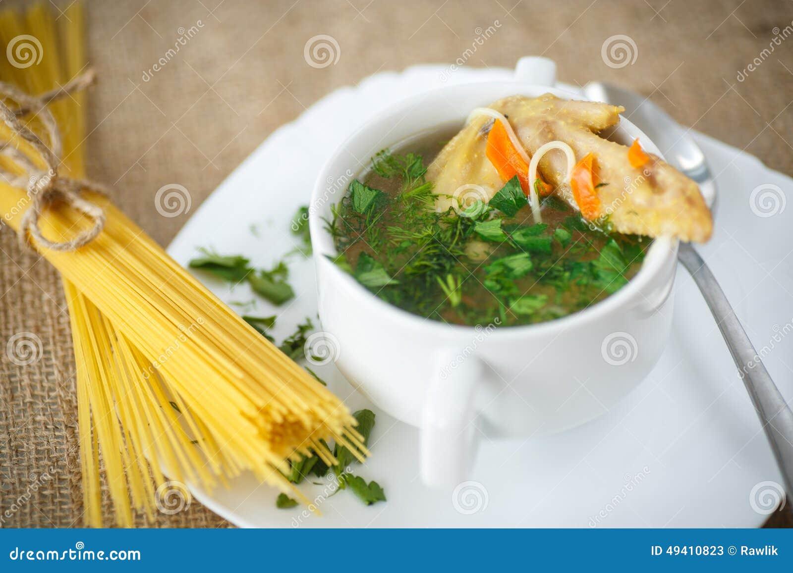Download Hühnersuppe Mit Isolationsschlauch Stockbild - Bild von leinwand, cuisine: 49410823