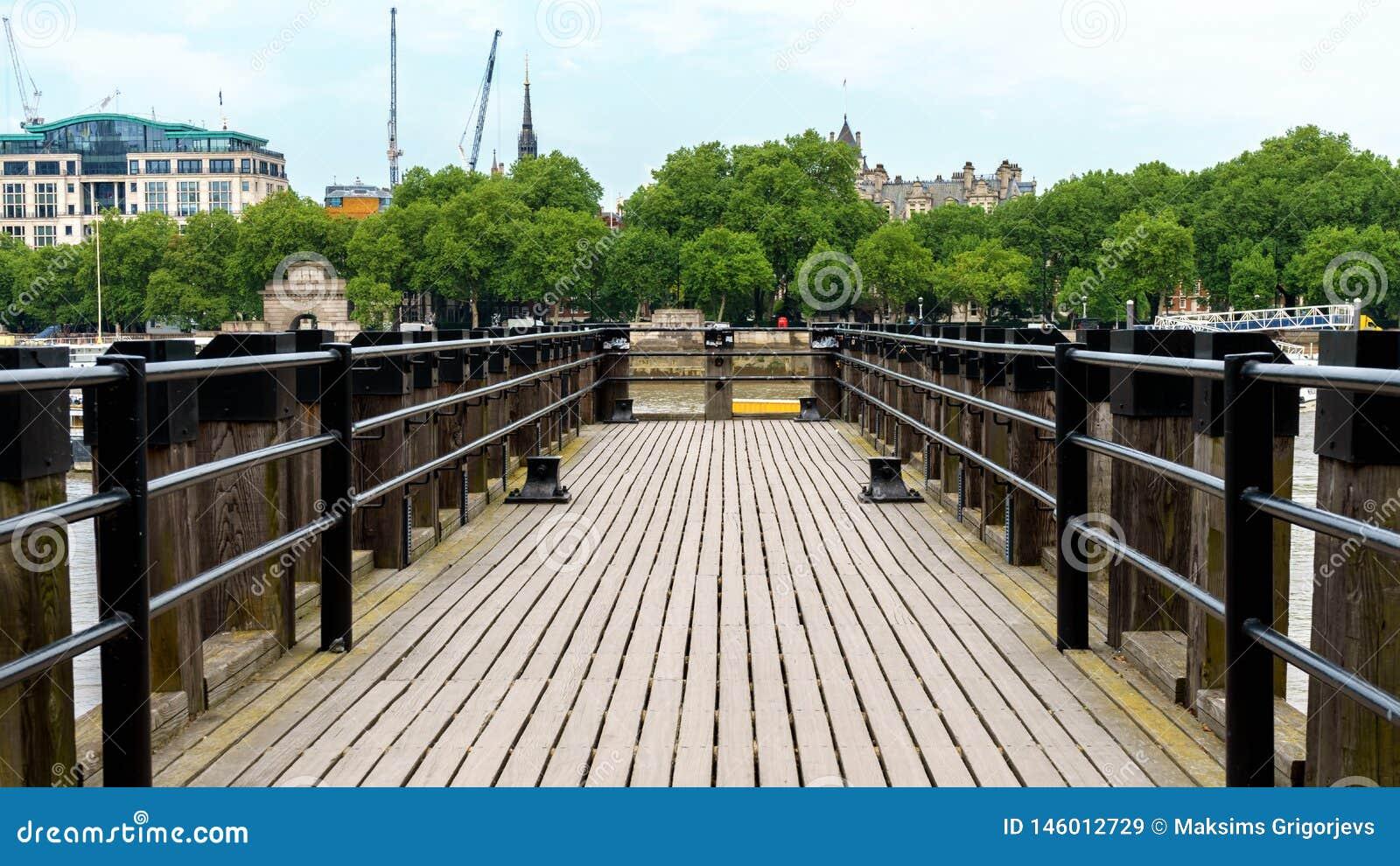 H?lzerner Pier bei der Themse in London