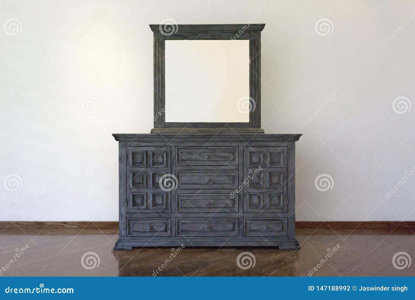H?lzernes Kabinett, stehende Lampe und Blumenvase mit Weinlesefoto-Rahmeninnenraum