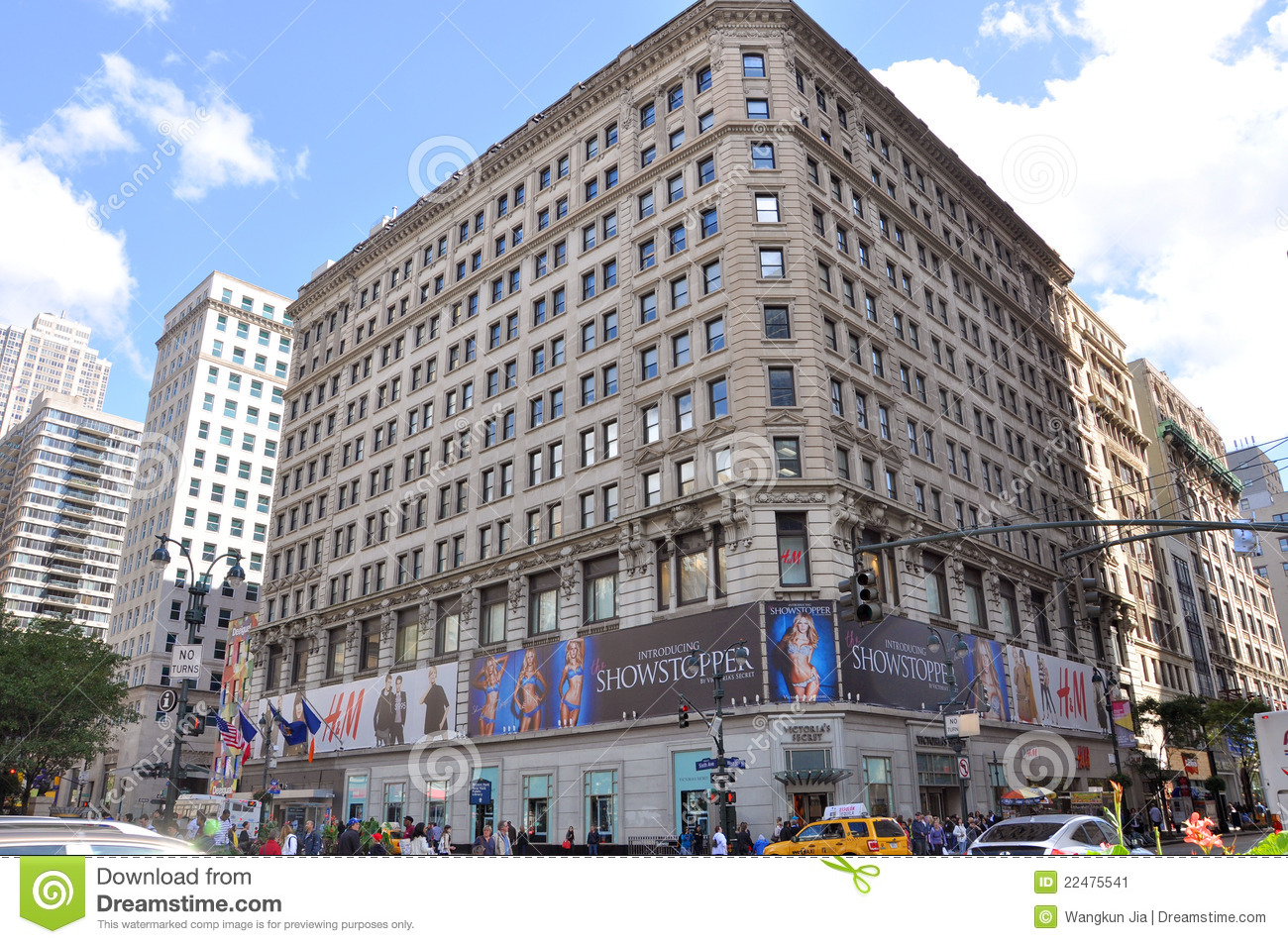 H & M Department Store In Herald Square, NYC Editorial ...