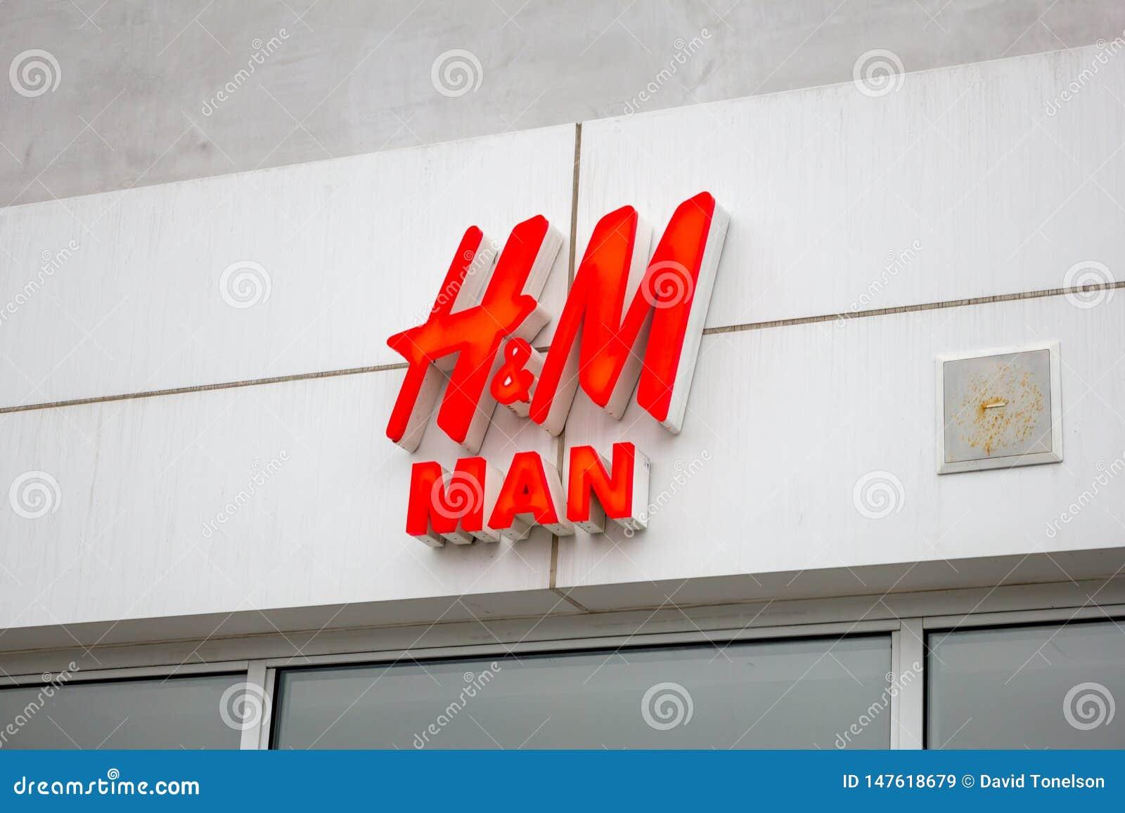 H&M mężczyzny sklepu przód