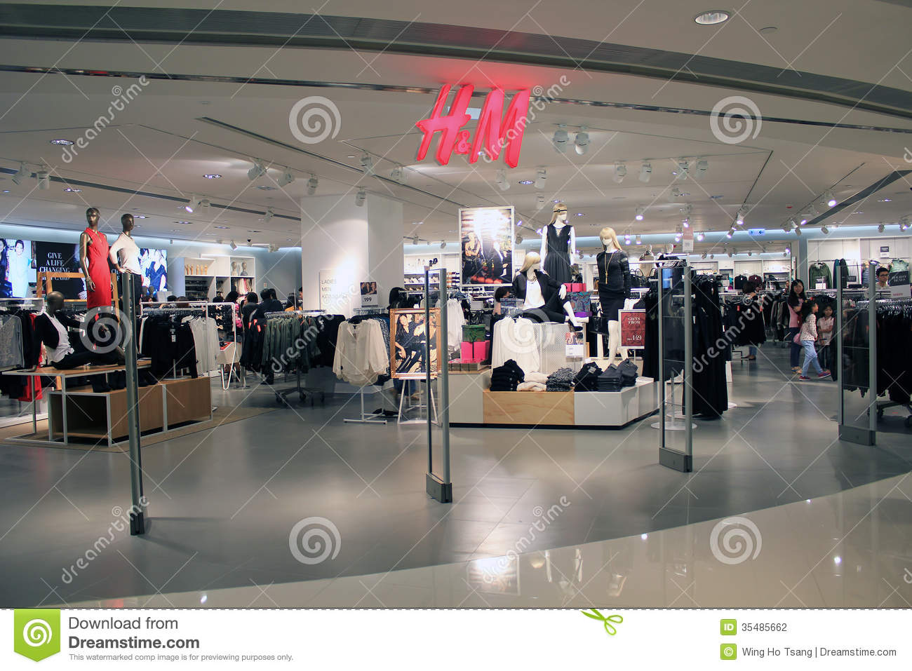 Clothes stores H and m clothing store