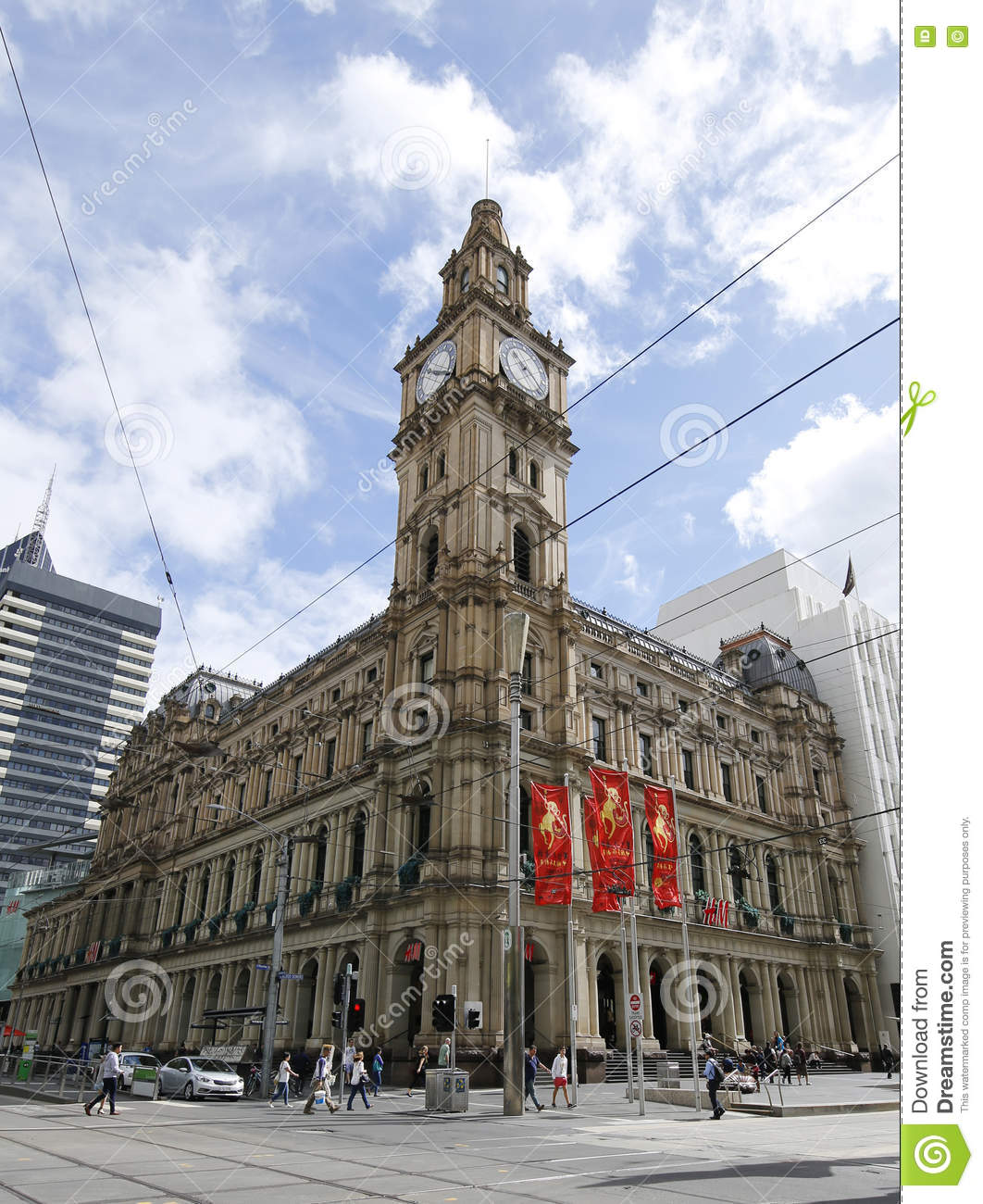 H&M H&M stores in Melbourne - Opening hours, locations and phone numbers Here you can find all the H&M stores in Melbourne. To access the details of the store (location, opening hours, website and current offers) click on the location or the store name.
