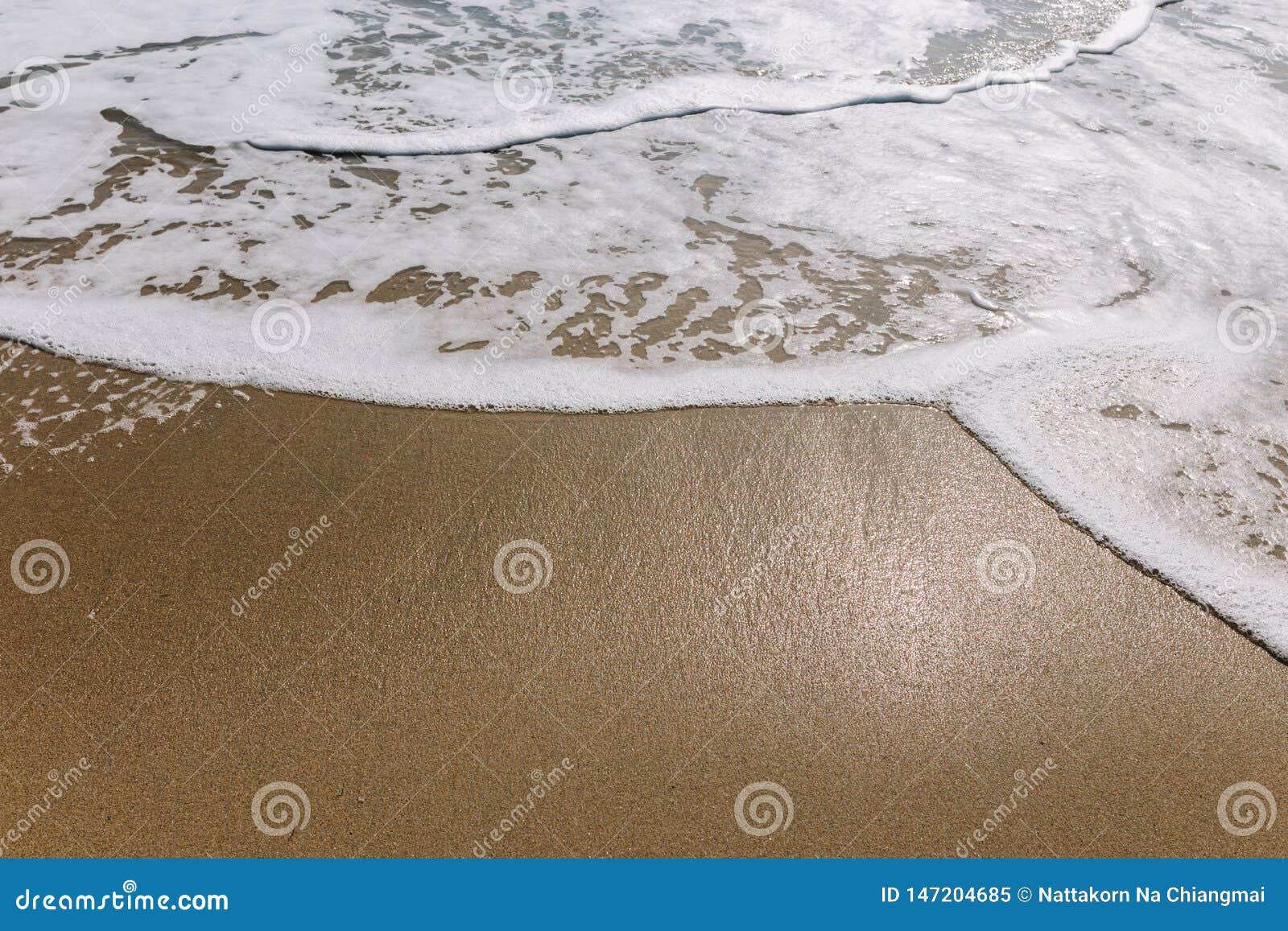H?rlig havv?g p? den sandiga stranden