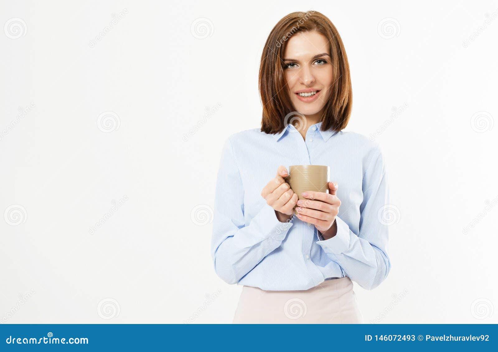 H?rliga unga den aff?rsflickan som rymmer, r?nar med en varm drink - h?rlig modern kvinnabrunett