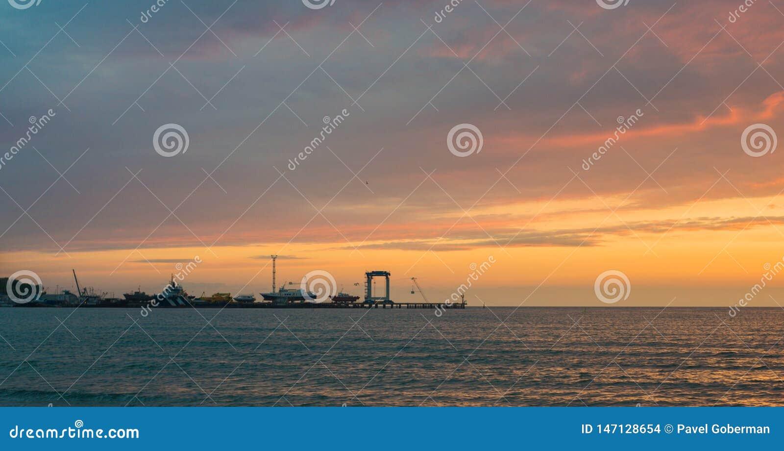 H?rligt ?ver havssolnedg?ng Anapa Krasnodar region, Ryssland